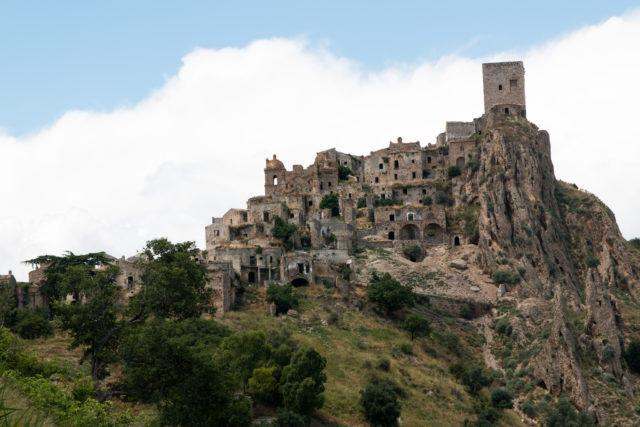 Craco built on rocks. Author:Martin de LusenetCC BY 2.0