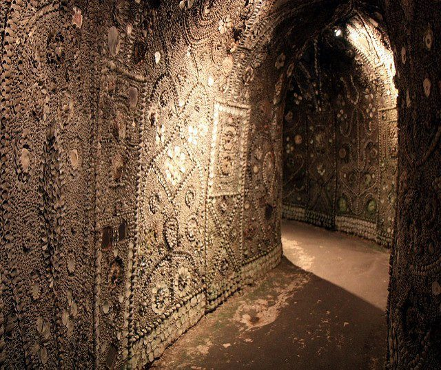 The shell Grotto was discovered in 1835. Author: Barney Moss CC BY 2.0