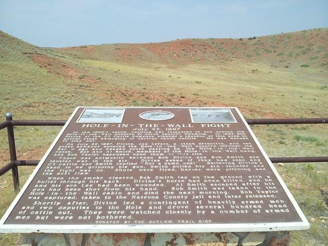 Monument for the Hole in the Wall Fight. Author:Caveman1949CC BY-SA 3.0