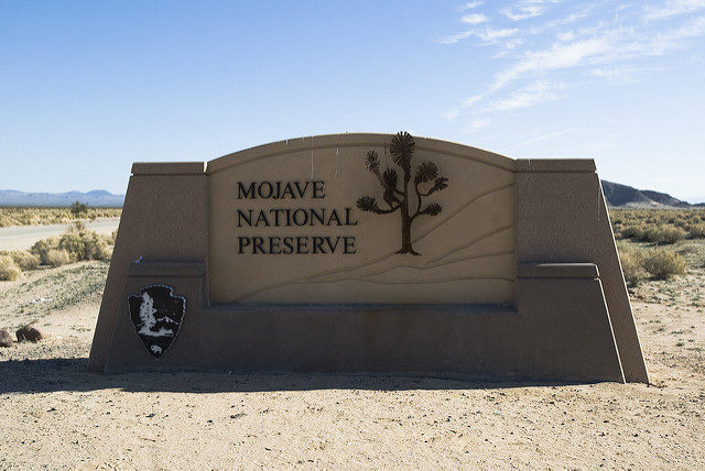 Entrance to the Mojave National Preserve located in the Mojave Desert in Southern California, USA, established October 31, 1994. – By Lin Mei – CC BY-SA 2.0