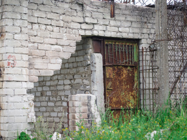 Rusty prison door. Author: wwikgren CC BY 2.0