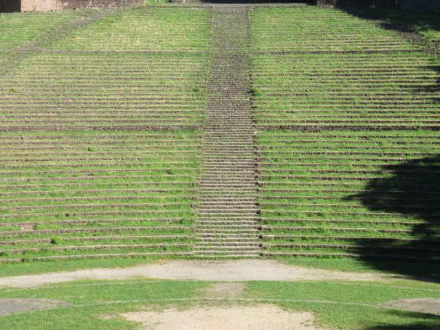 Amphitheater like seats. Author: Dage CC BY 2.0