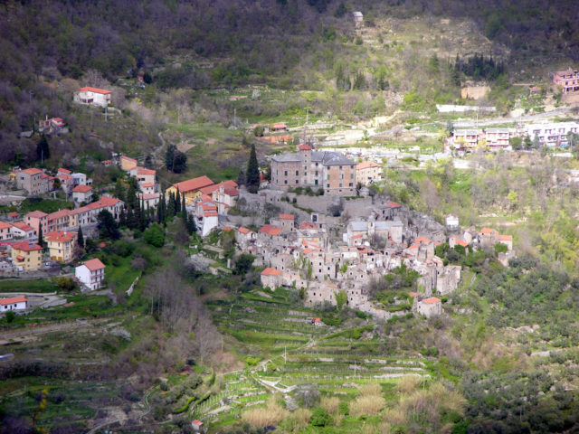 The old town of Balestrino seen from the opposite mountain. Author: Martina Rathgens CC BY 2.0