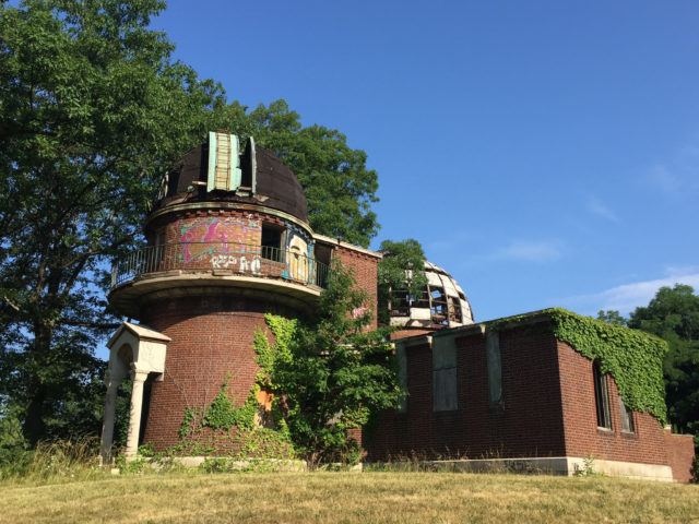 View of the neglected Warner & Swasey Observatory. Author: Mark Souther CC BY-SA 2.0