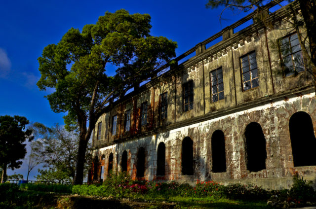 Abandoned Hotel Diplomat shot using 3 different exposures. Author: Lendl Peralta CC BY-SA 2.0