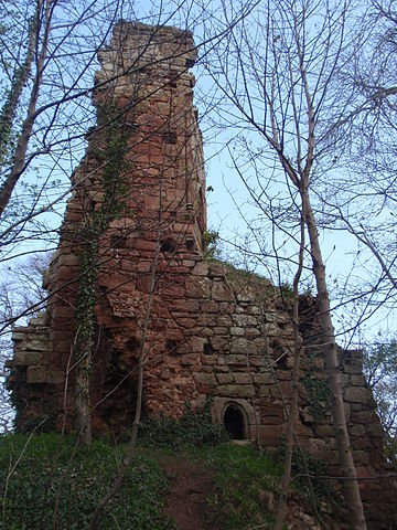 Yester Castle. Author: Brendandh CC BY-SA 3.0