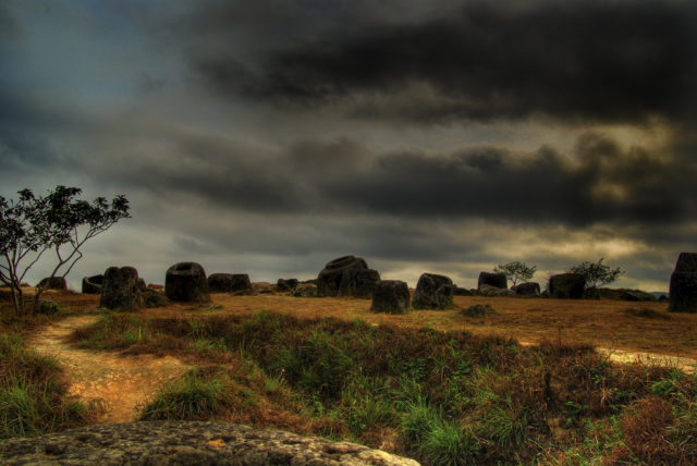 Plain of Jars on a cloudy day. Author:PeverusCC BY 2.0