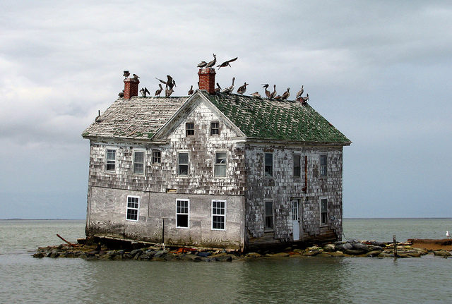 Last house on Holland Island, May 2010. Author: baldeaglebluff CC BY-SA 2.0