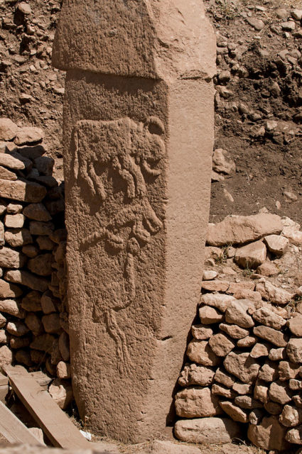 Pillar with low reliefs of what are believed to be a bull, fox, and crane. Author: Teomancimit CC BY-SA 3.0