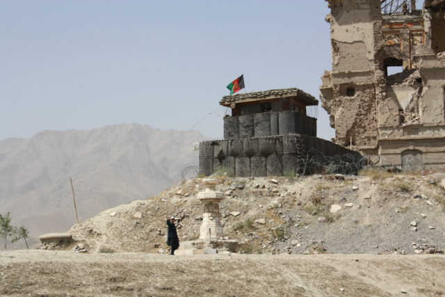 Military outpost next to the Palace. Author: William John Gauthier CC BY-SA 2.0