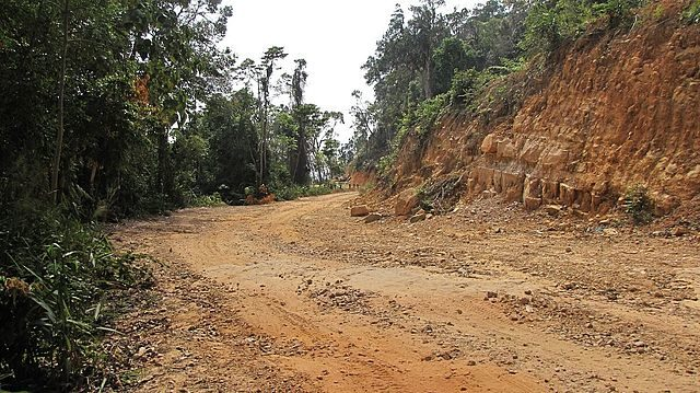 The reconstruction of the road, Bokor Hill Station, Cambodia. Author: Trendy64 CC BY 3.0