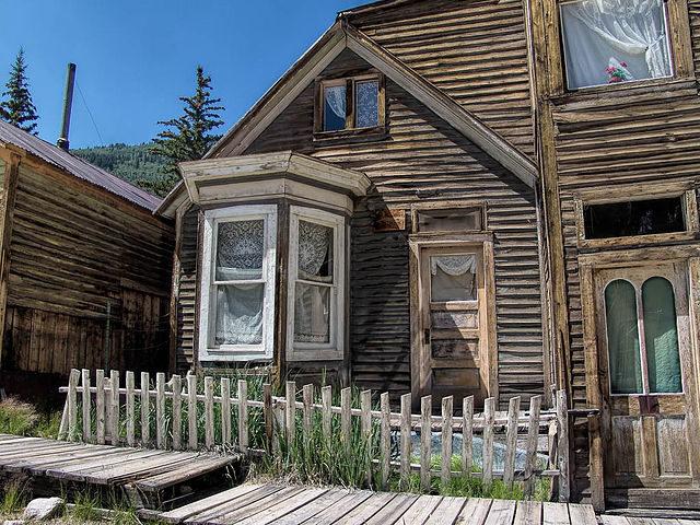 House with bay window. Author:John S. HirthCC BY-SA 3.0
