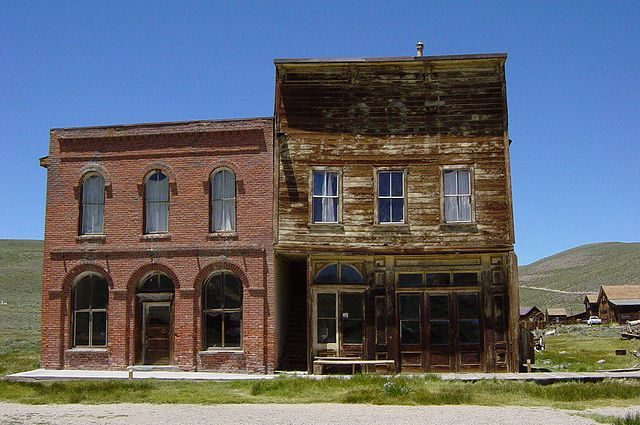 IOOF Hall and Post Office in the ghost town of Bodie, California – By Daniel Mayer – CC BY-SA 3.0