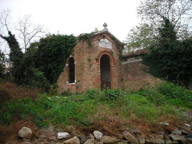 The little church on the island of Poveglia. Author: Angelo Meneghini CC BY 3.0