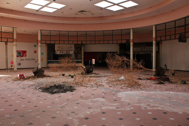 Abandoned Clover Leaf Food Court. Author: Will Fisher CC BY-SA 2.0