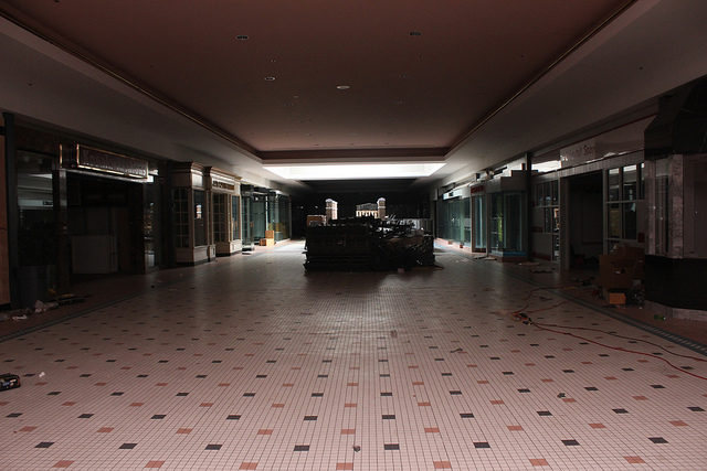 Inside the abandoned Cloverleaf Mall in Chesterfield, VA.Author: Will Fisher CC BY-SA 2.0