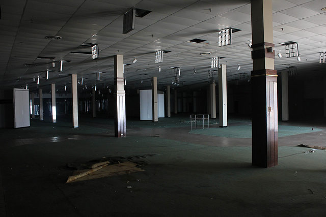 Abandoned Department Store in Cloverleaf Mall in Chesterfield, VA.Author: Will Fisher CC BY-SA 2.0