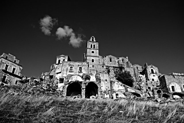The Basilica in black and white. Author:Luca RoccotielloCC BY-SA 2.0