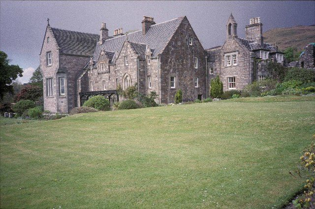Ardchattan Priory. Author: Andrew Longton CC BY-SA 2.0