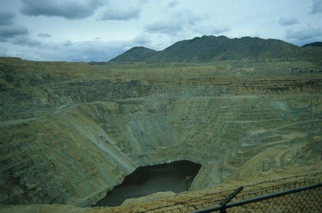 Berkeley Pit near Butte, Montana. Author: Hadu CC BY-SA 3.0