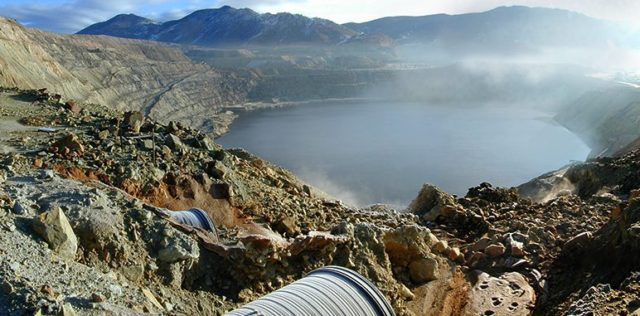 Berkeley Pit with its typical fog. Author: Kolopres CC BY-SA 3.0