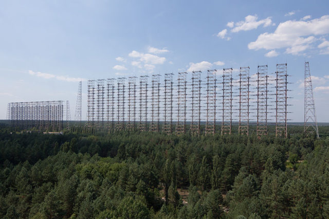 Full view of the two over-the-horizon radar antennas in the Chernobyl-2 complex. Author:Ingmar RungeCC BY 3.0