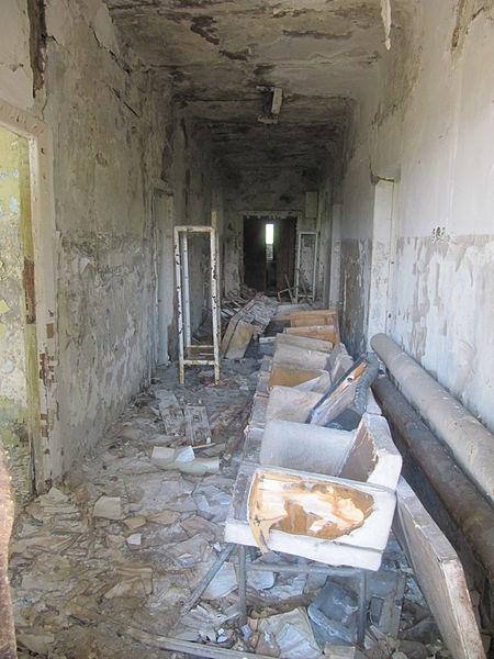 An abandoned hallway. Author: Laika ac CC BY-SA 2.0