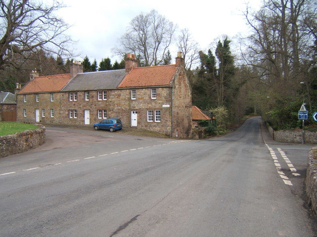 Gifford Village. The road to the left leads to Yester Castle.Author: Barbara Carr CC BY-SA 2.0