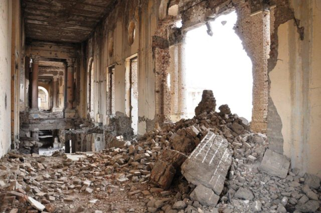 The inside of the palace is in very bad shape, as of July 2010. Author: Magnustraveller CC BY 3.0