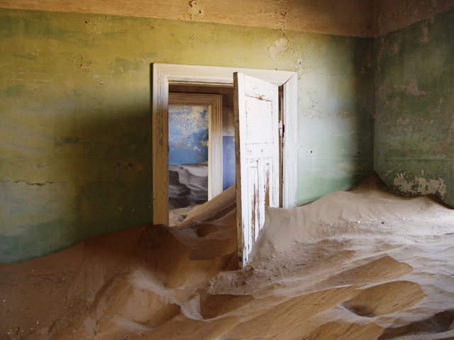 After the depopulation, sand invaded the houses. Author: Damien du Toit CC BY 2.0