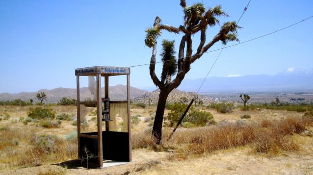 Picture of the Phone Booth standing in the middle of nowhere, 13 kilometers from any road in the desert – By Mwf95 – CC BY-SA 4.0