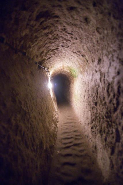 Narrow hallway. Author: sunriseOdyssey CC BY-SA 2.0