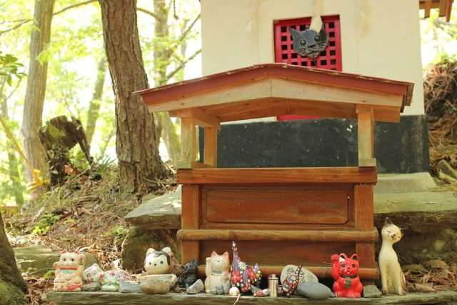 Anime cat Shrine on Tashirojima.Author:Gorilla JonesCC BY-SA 4.0