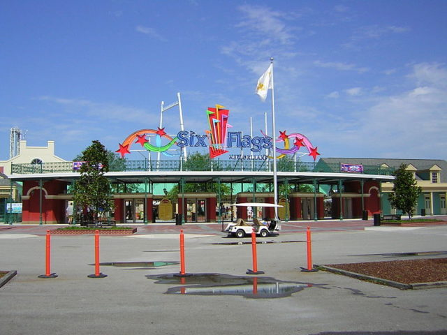 Six Flags New Orleans 2004. Author:Chris HagermanCC BY 2.0