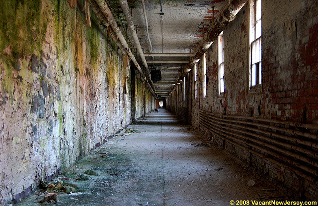The long halls of Essex County Hospital Center. Author: Justin Gurbisz CC BY-ND 2.0