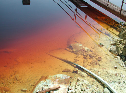 The water of Berkeley Pit. Author: Kolopres CC BY-SA 3.0
