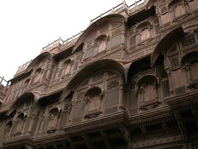 Balconies of an inner palace Mehrangarh Fort. Photo Credit:Const.crist,CC BY-SA 3.0
