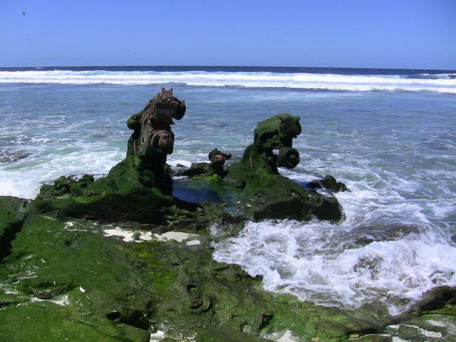 Landing craft wreckage on Baker Island coast. Photo Credit:Joann94024,CC BY-SA 3.0