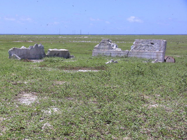 Settlement remains, radio mast in the background. Photo Credit:Joann94024,CC BY-SA 3.0