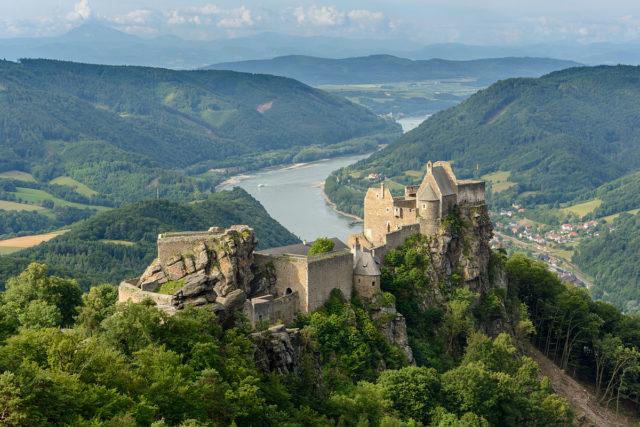 Castle ruins of Aggstein, Wachau, Lower Austria. Author:Uoaei1CC BY-SA 3.0