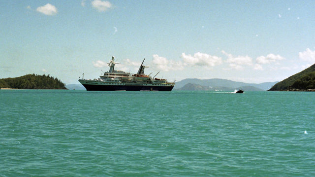 Ship World Discoverer Australia, 1990. Photo Credit:Monster4711,CC BY-SA 3.0
