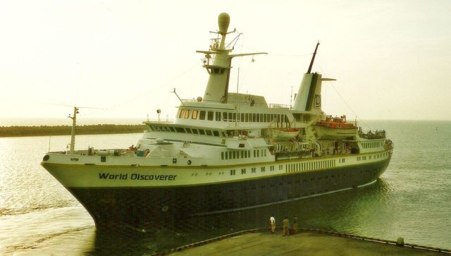 MS World Discoverer in Salaverry. Photo Credit:Aah-Yeah,CC BY 2.0
