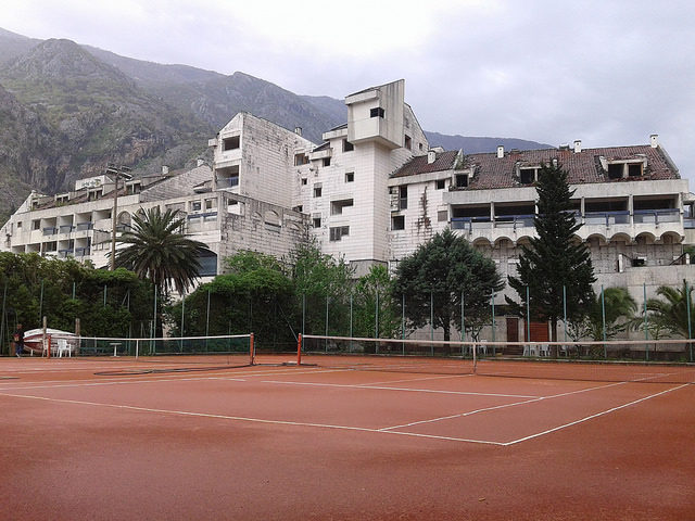 The tennis courts are still used by locals. Author: Maxence CC BY 2.0