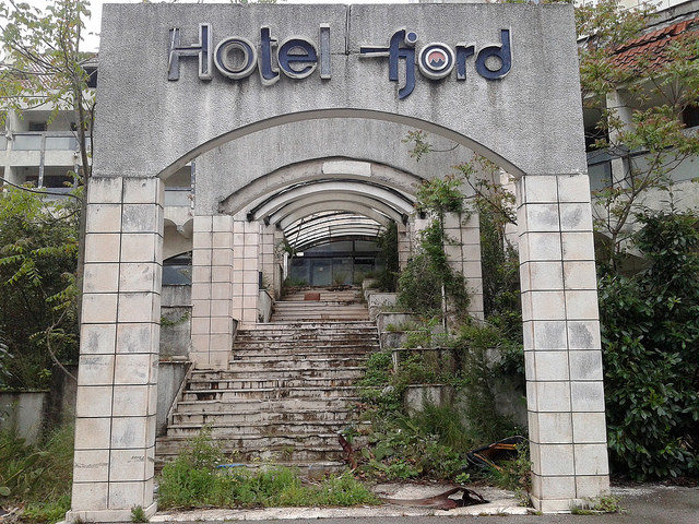 Hotel Fjords main entrance. Author: Maxence CC BY 2.0
