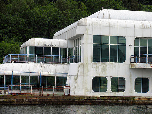 McBarge surrounded with silence. Author: Ashley Fisher CC BY-SA 2.0