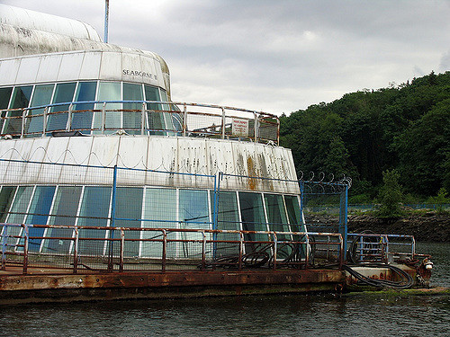The rotten exterior of McBarge. Author: Ashley Fisher CC BY-SA 2.0