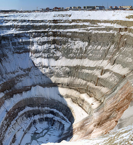 Mirny diamond mine, Yakutia. Author: Staselnik CC BY-SA 3.0
