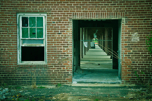 The entrance in one of the dormitories. Author: Stuart McAlpine CC BY 2.0