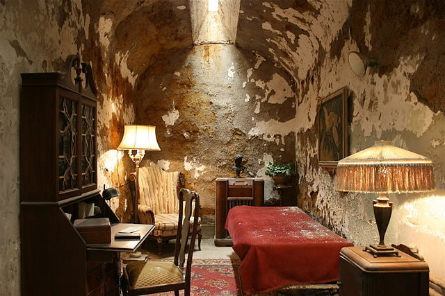 Al Capone's cell. Author: Thesab CC BY-SA 4.0