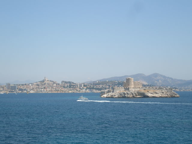 The Château d'If with Marseille in the background. Author: Stymphal CC BY-SA 3.0